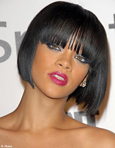Selon votre style, vos goûts et la forme de votre visage, il suffit de trouver la bonne coiffure avec laquelle incorporer quelques franges droites ou